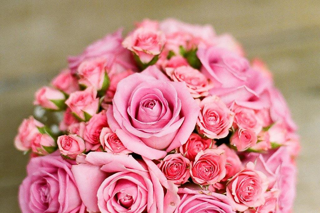 Brautdirndl rosa Brautstrauss