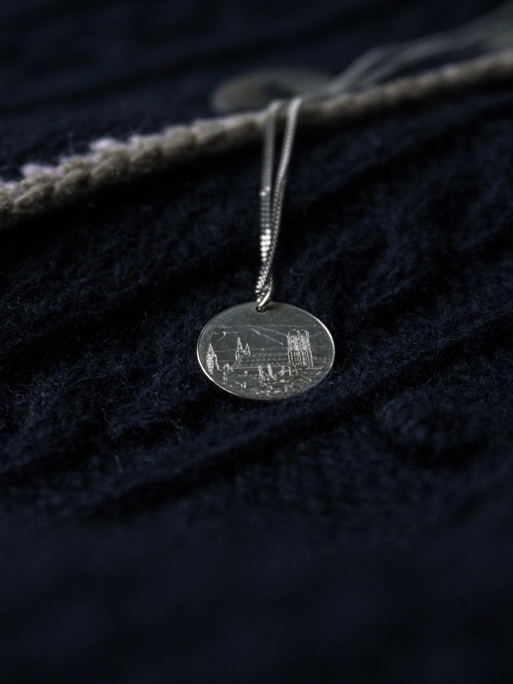 Dirndl Accessoires: Letztes Hemd Kette Muenchen