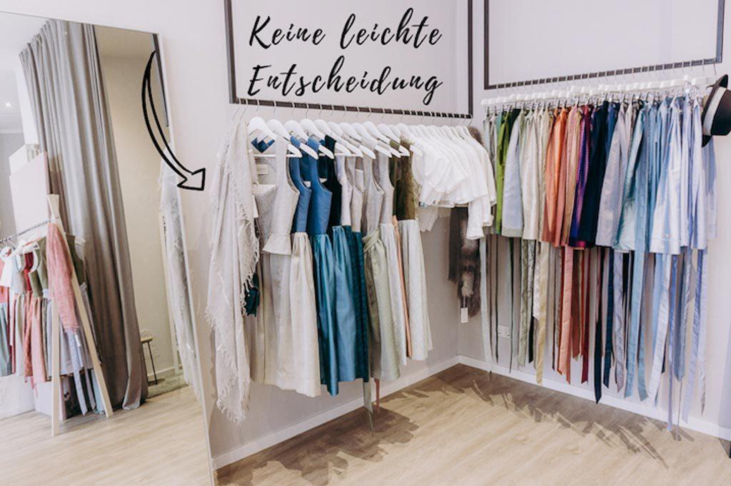 Dirndlgeschäft Kleiderstangen mit Spiegel