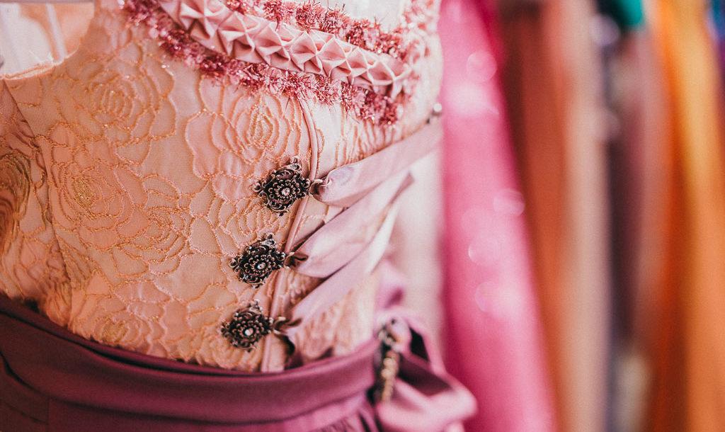 Elegantes Dirndl Liebe Dirndl mit Schnürung in rosa